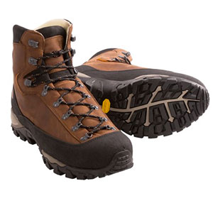 photo: AKU Women's Zenith Leather mountaineering boot